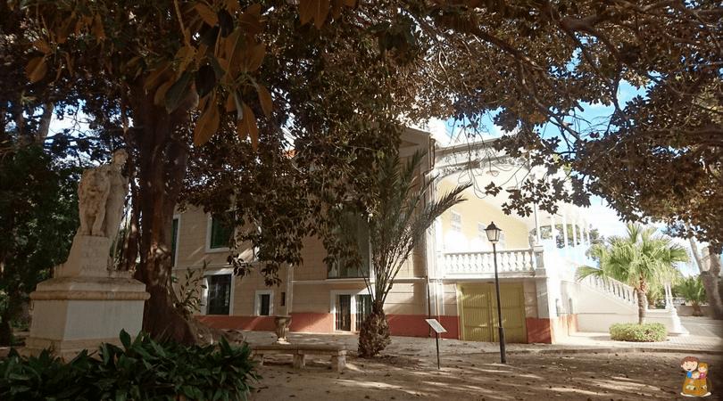 visita guiada a Villa Marco 4 con los niños en la mochila