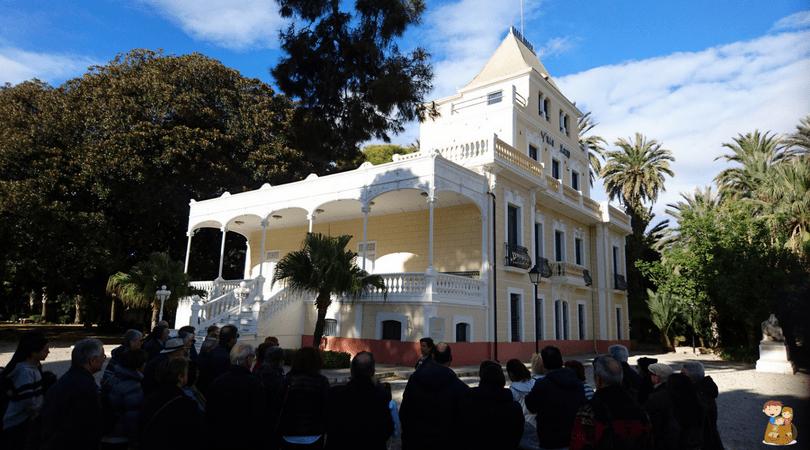 visita guiada a Villa Marco 1 con los niños en la mochila