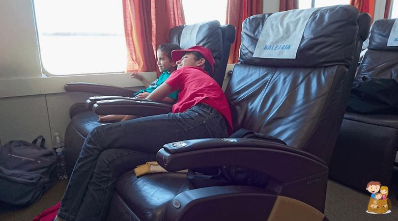 viajar en ferry con balearia niños