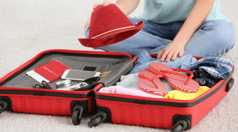 40ed4c1df 5 cosas que no pueden faltar en tu maleta - Con los niños en la mochila