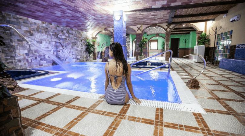 Hoteles y casas rurales con piscina climatizada con for Hoteles en granada con piscina climatizada