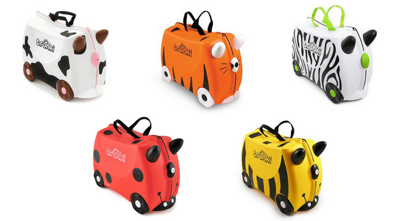 maletas correpasillos con los niños en la mochila
