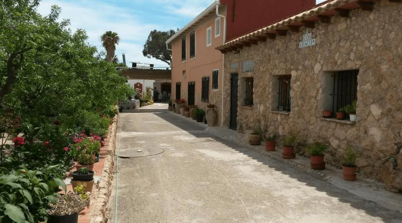 casas rurales grandes cerca de Alicante con los niños en la mochila