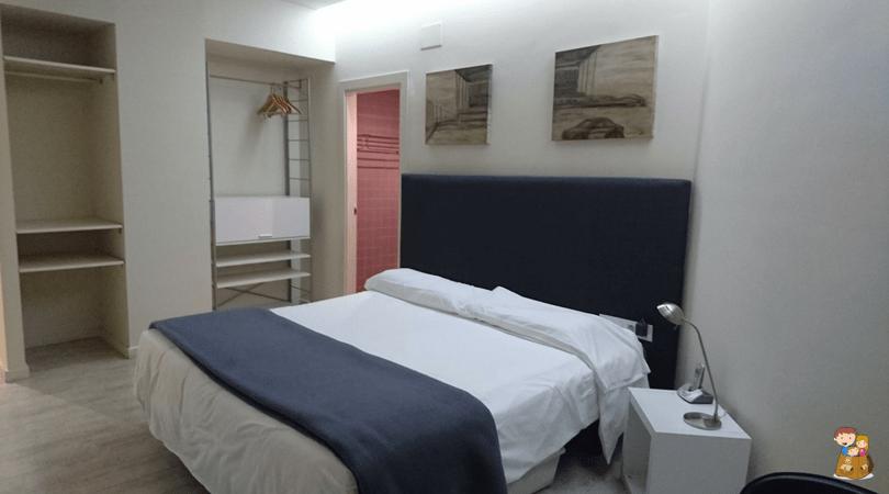 the urban suites barcelona 3 con los ninos en la mochila