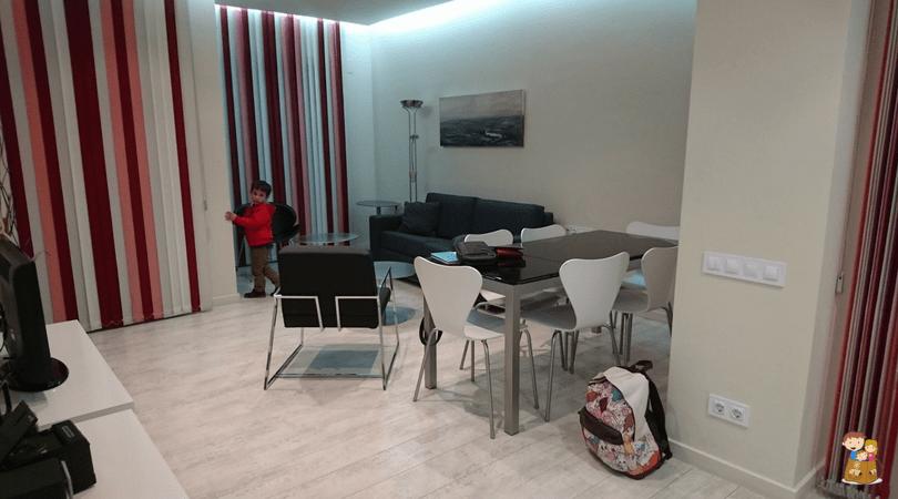 the urban suites barcelona 6 con los ninos en la mochila