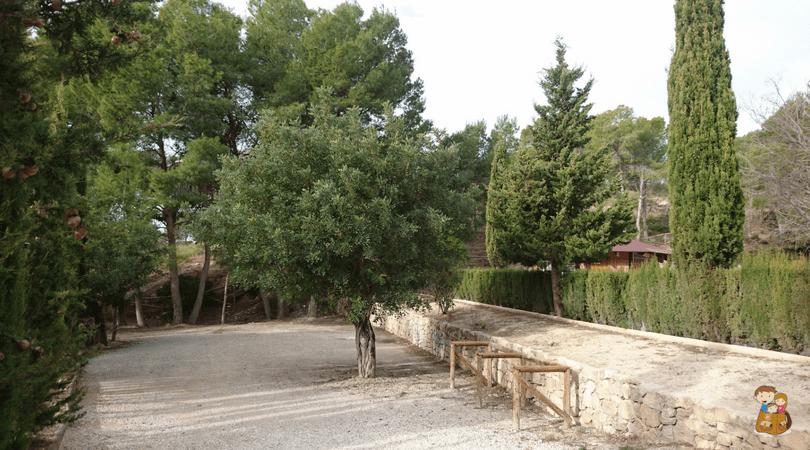 area recreativa de Aigues con los niños en la mochila 2